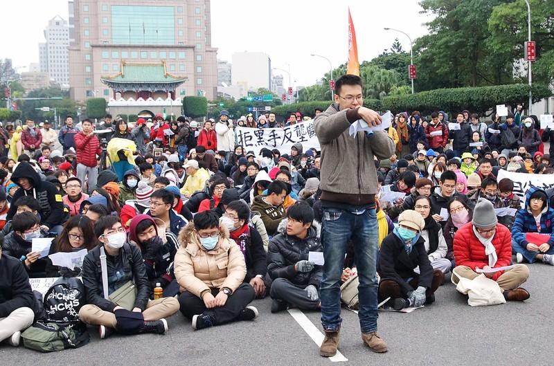 2013元旦清晨,超過1,500名學生上凱道反對媒體壟斷。(攝影:王顥中)