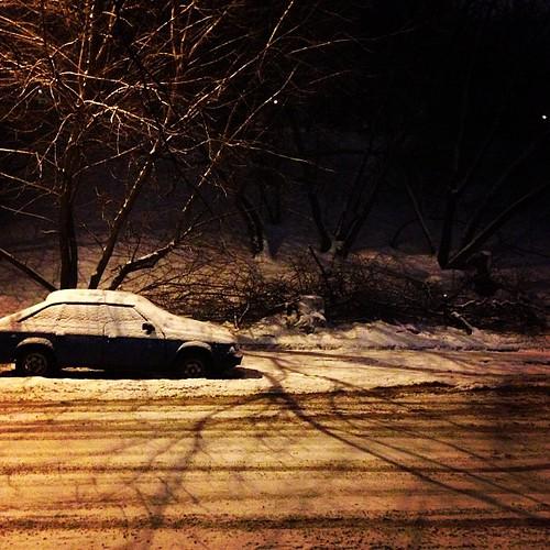 Abandoned vehicle by foma_kamushken