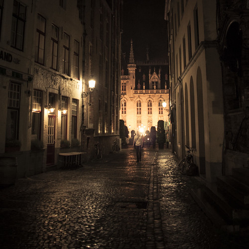 Mystery in the Alley (Bruges, Belgium) - Photo : Gilderic