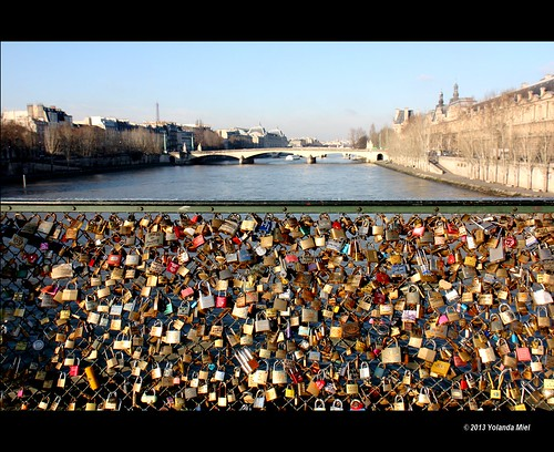 bridge paris france love museum canon freedom europe louvre lover padlock jealousy possession laseine everlastinglove mygearandme mygearandmepremium photographyforrecreation yolandamiel