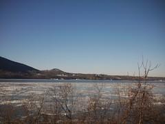 日, 2013-01-27 09:25 - 凍ったハドソン川