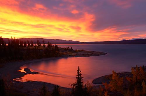 dawn september autumncolours yukon alaskahighway sheepmountain kluanenationalpark kluanelake northerncanada epiclight