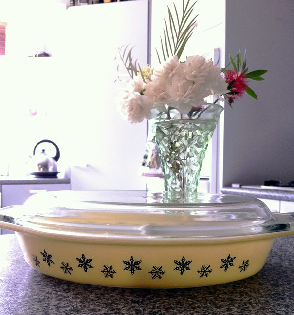 Vintage Pyrex yellow snowflake divided dish with lid.