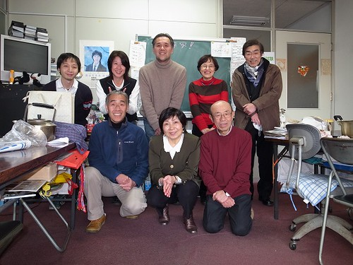 中国語会話教室の仲間と(中央:楊先生)