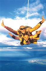 parachute(0.0), jumping(0.0), windsports(0.0), tandem skydiving(1.0), air sports(1.0), sports(1.0), parachuting(1.0), extreme sport(1.0),
