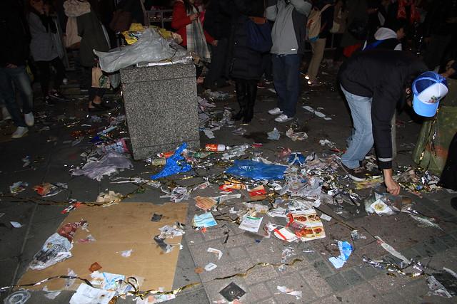 2013台北市跨年晚會垃圾-87-201301010143-賴鵬智攝