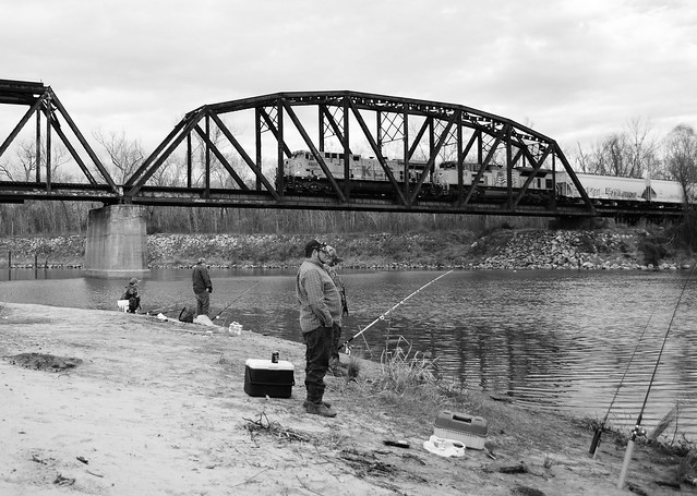 Fishing as kcs 4606 crosses trinity river on union pacific for Trinity river fishing spots