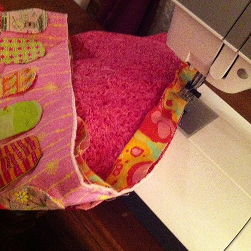 Binding my pink and green girlie quilt. by Scrappy quilts