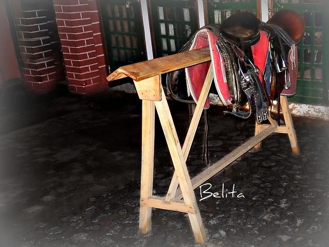 four-legged saddle stand