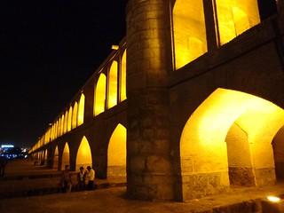 Fotografia da Ponte Si-o-se Pol em Esfahan Irão