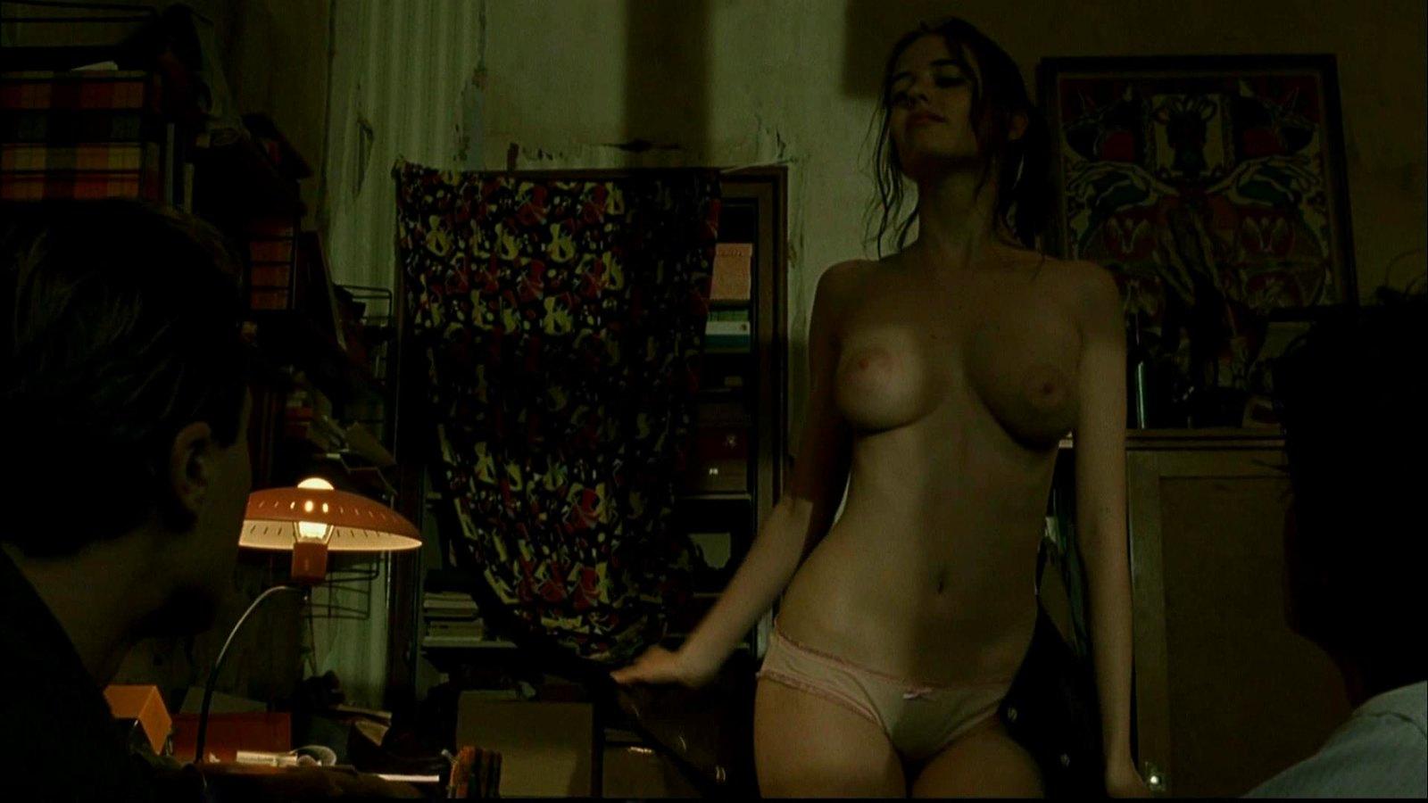 Смотреть фрагменты грудью в худ фильмах