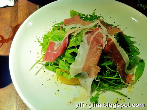 Parma ham, arugula and peach salad