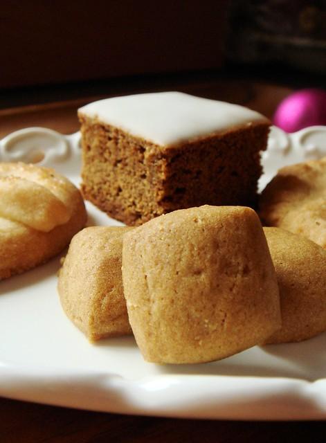 Lebkuchen Bar & Pfeffernüsse