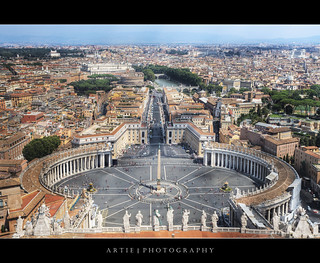 Saint Peter's Square in the Vatican City, Rome, Italy :: HDR