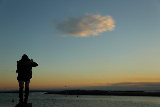 湾岸の夕暮れ空