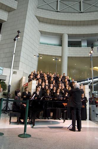 Concerto de Natal do Coro Teatro Nacional de São Carlos no Aeroporto de Lisboa