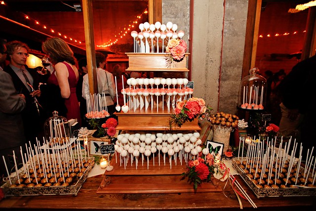 A full view from the front of the table, lots of yummy cake pops!!!