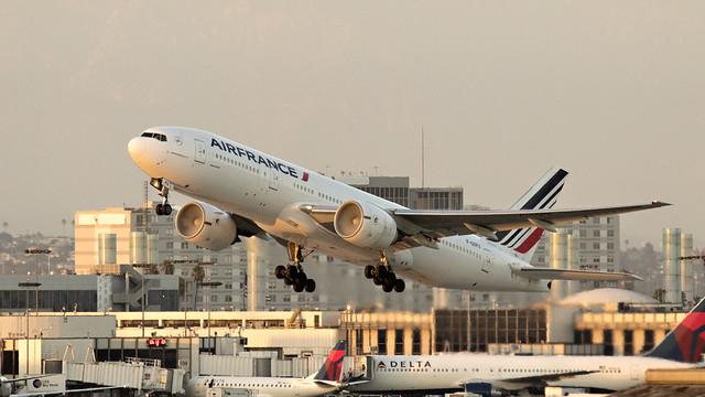 085A3029 Air France 777-228ER F-GSPV departing KLAX RWY 25R.
