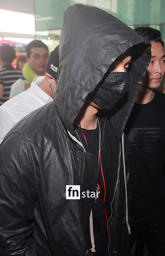 BIGBANG Incheon Airport to Shanghai Press 2015-06-19 074