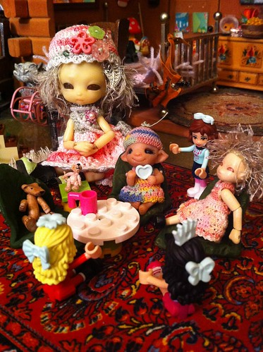 "Lego Advent 2012 DaY 8 - ""Friends"" - TiGGy watches as Baby Pearlie hosts a tea party w/ Tigglet, Lil Bear, her crochet teeny mouse and Friends! by DollZWize"