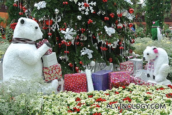 Two polar bears under the fir tree