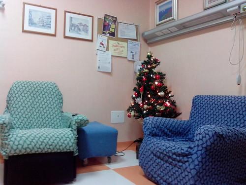 L'albero di Natale all'ospedale by Ylbert Durishti