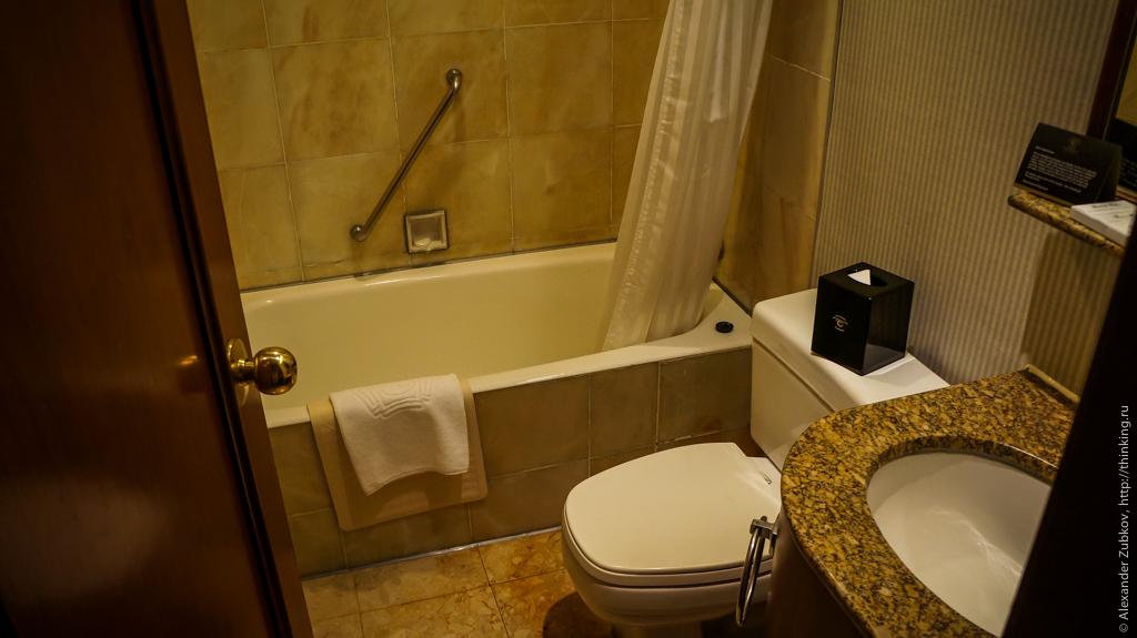 Ванная комната в номере гонконгского отеля Charterhouse Causeway Bay