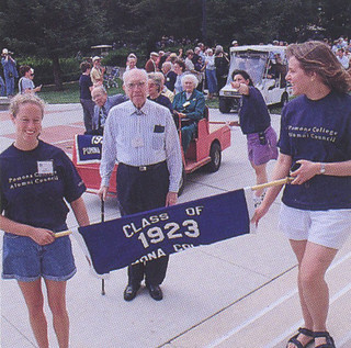 The class of 1923 at the 1998 Alumni Weekend parade of classes. The class of 1923 were the oldest class to attend the reunion that year.