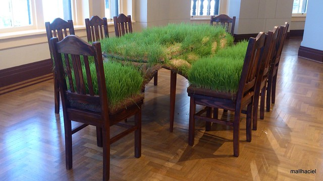 Grass Dining Table
