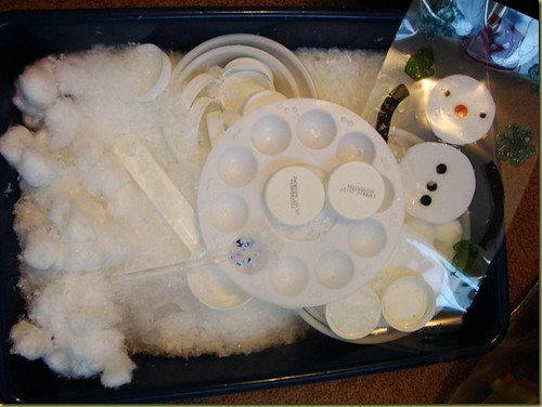 Snowy Wonderland Sensory Bin (Photo from Royal Baloo)