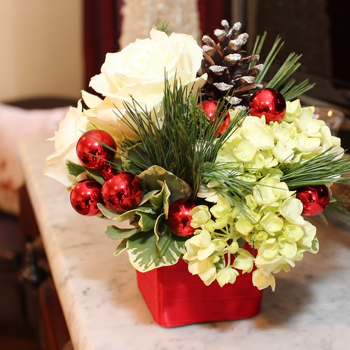 Creating beautiful and pet friendly fresh holiday Small christmas centerpieces