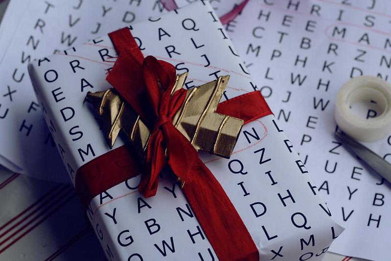 türchen 23: buchstabensalat - geschenkpapier zum selbermachen