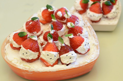 今天做的聖誕老人草莓蛋糕