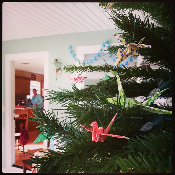 Christmas cranes on the tree.