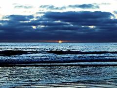[フリー画像素材] 自然風景, 海, 朝焼け・夕焼け, 雲, 青色・ブルー ID:201212301200