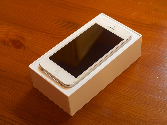 iPhone 5 White and Silver