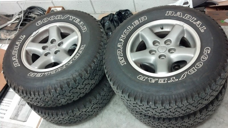 4 15 Quot Jeep Ecco Medium Dark Rims And Tires Naxja