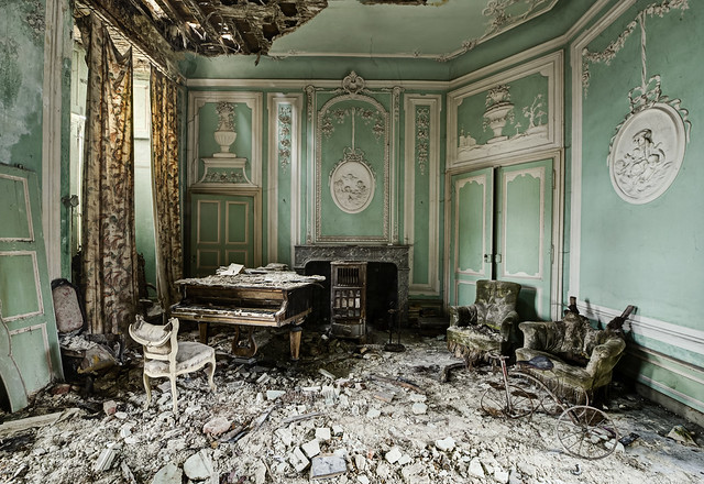 Decadence in decay