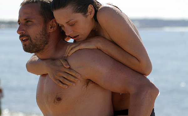 Matthias Schoenaerts and Marion Cotillard are a couple of broken people in RUST AND BONE.