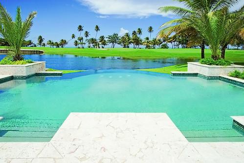 pool hotel puertorico riogrande spg starwood holidayresort 10604 starwoodresorts starwoodhotels meetingresort stregishotelsresorts thestregisbahiabeachresortpuertorico infinitypoolviewatthestregisresidences
