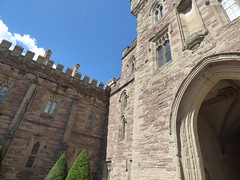 Hampton Court Castle Gardens & Parkland - the castle - inner courtyard