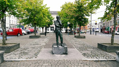 As I walked through the square this morning it occurred to me that l've never stopped to take a photo  here. #newcastlewest #ncw #westlimerick #wanderlust #thesquare #statue #hartnett #markcallanan