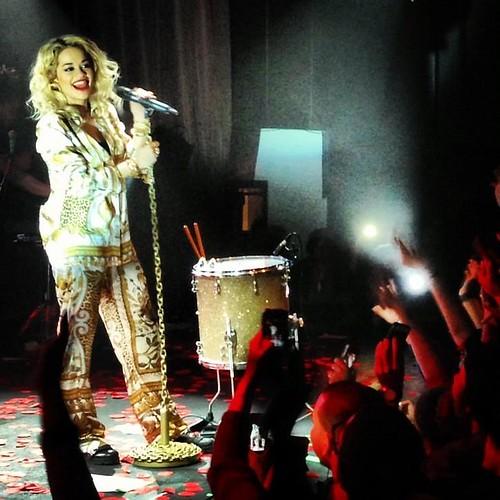 Rita Ora Covers Kendrick Lamar S Swimming Pools Drank In Nyc