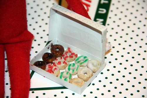 Donuts_Closeup-of-Box