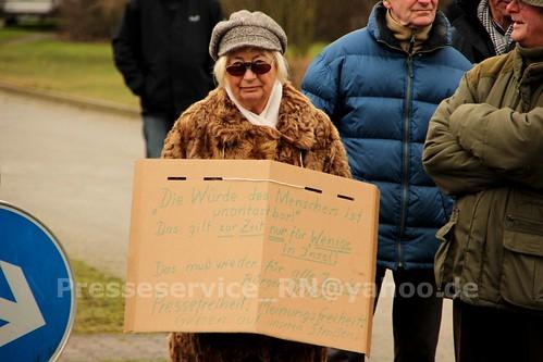 2012.12.29 Stendal OT Insel Buerger_innen und NPD (29)