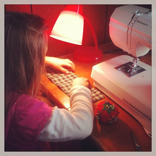 My little girl learning how to sew - doll's clothes!