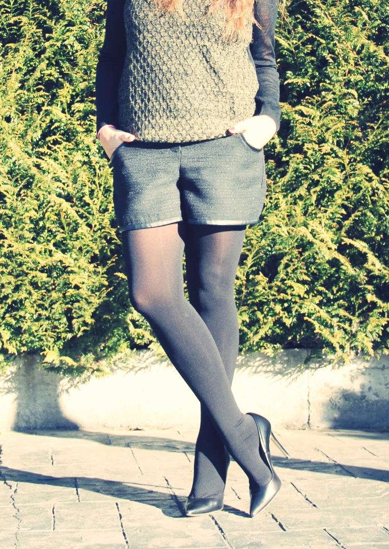 Look Black + Stilettos + jersey nido abeja