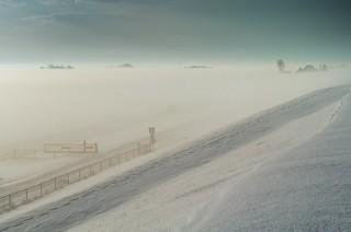 SNOW AND FOG Januari 2010 ( nikon d2h/archive..genomen vanaf de zeedijk bij npz)