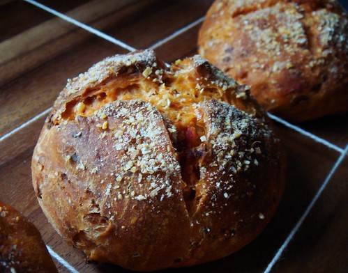 Sundried Tomato Cheese Bun