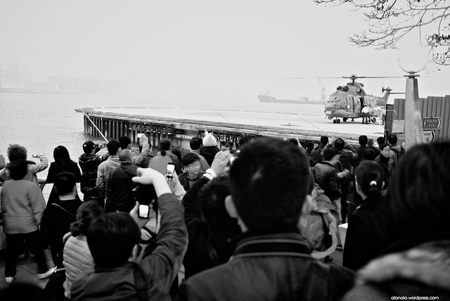Tourists ran to see the chopper
